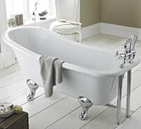 freistehende Badewanne im Landhausstil