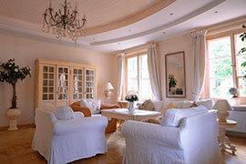 wohnzimmer im landhausstil. Black Bedroom Furniture Sets. Home Design Ideas