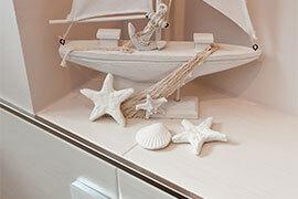 mediterrane Fliesen mit einem Boot