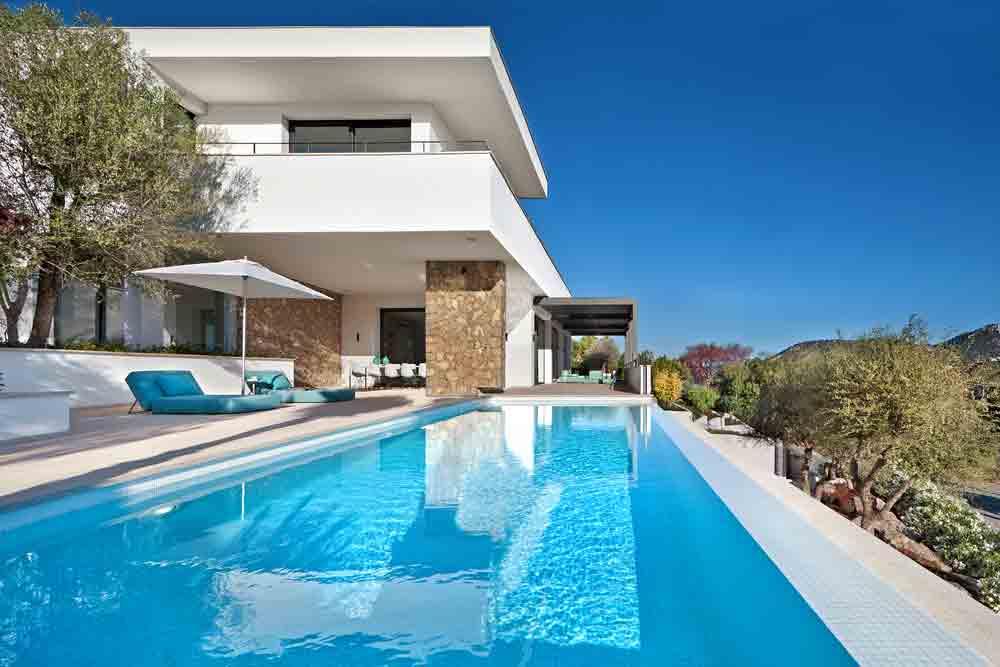 weiße Traumvilla Montport auf Mallorca Blick auf den Naturhafen von Port Andratx