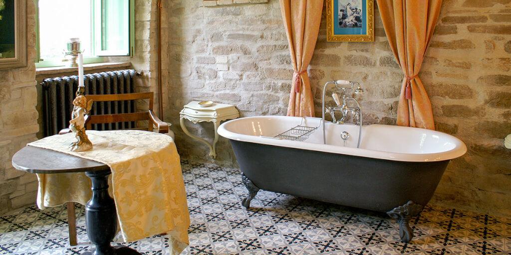 mediterrane badewanne amb mediterran. Black Bedroom Furniture Sets. Home Design Ideas