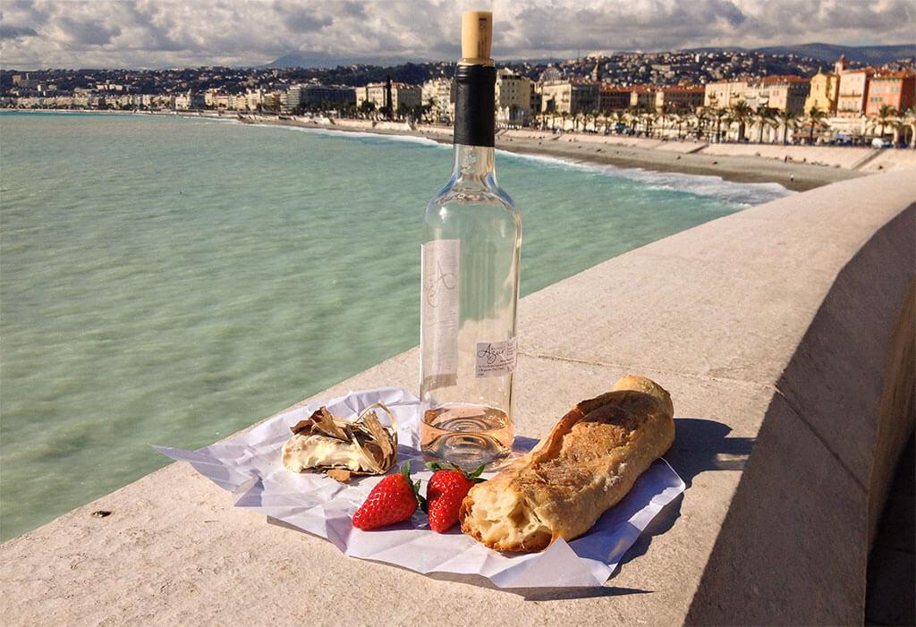 Das Bild zeigt ein Picknick in Nizza © Siegbert Mattheis