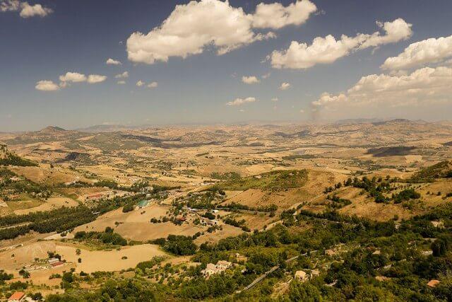 Weiter Blick über Sizilien bis zum Ätna von Enna aus © Siegbert Mattheis