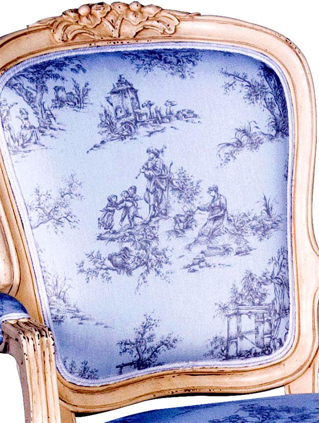 das Bild zeigt eine Sessel mit Toile-de-Jouy-bezug