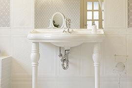 Das Bild zeigt ein mediterranes weißes Waschbecken