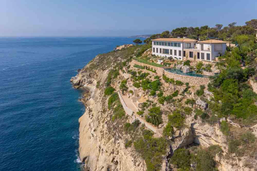 exklusive Villa liegt direkt an der Felsküste von Cala Vinyas auf Mallorca