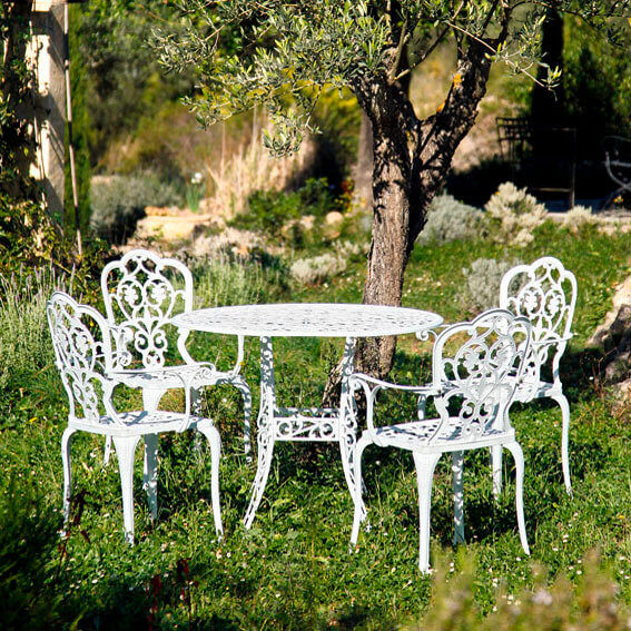 mediterrane gartenm bel aus gusseisen amb mediterran. Black Bedroom Furniture Sets. Home Design Ideas