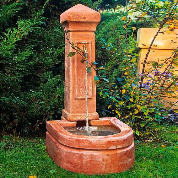 Terracotta Brunnen Florenz im Garten