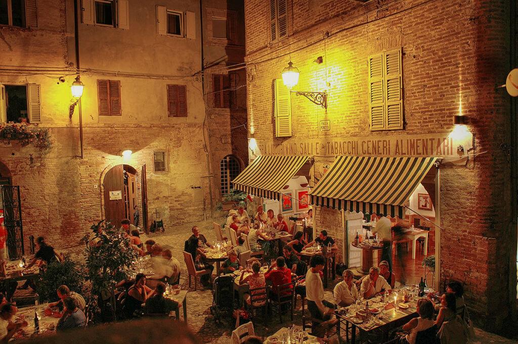 Piazza Peretti in Grottamare Alta in den Marken © Siegbert Mattheis