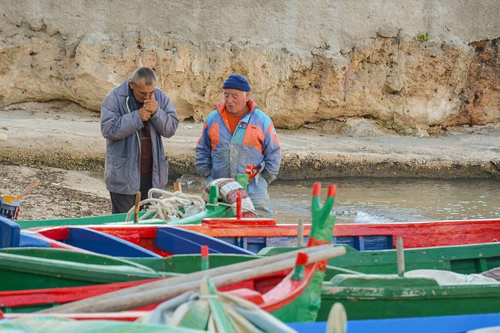 Entspannte Fischer am Hafen in San Vito © Siegbert Mattheis