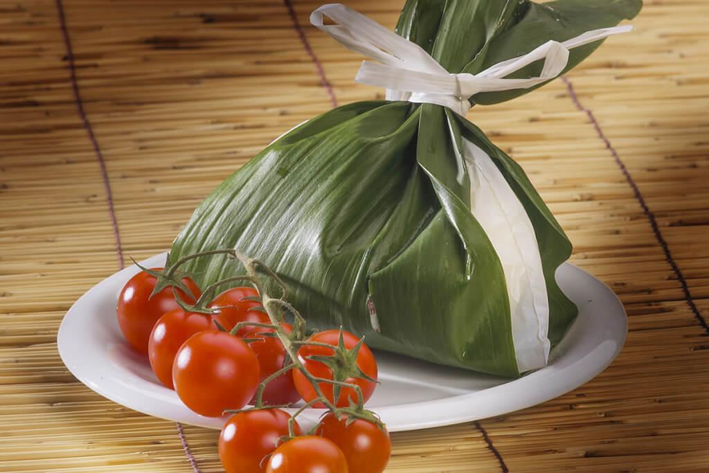 Burrata aus Apulien mit Affodil umwickelt © effe45, Fotolia