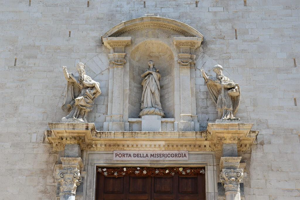 Der Eingang der Kathedrale von San Sabino in Bari © Siegbert Mattheis