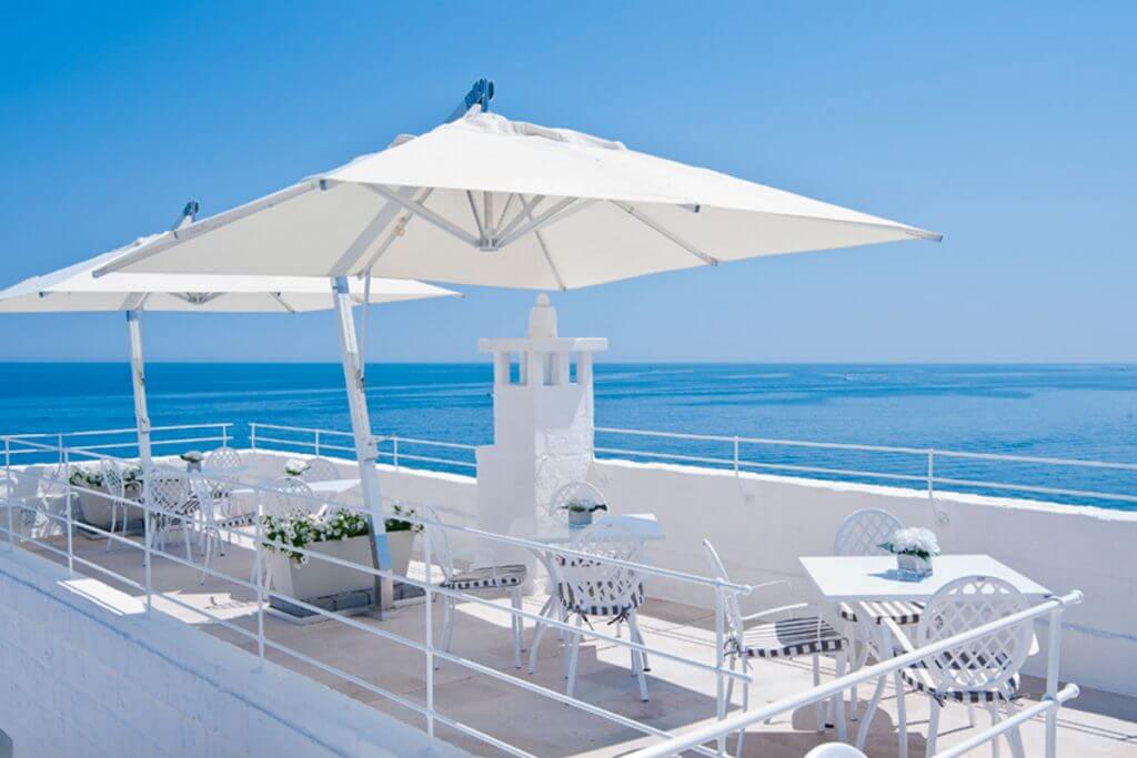 Das Restaurant auf der herrlichen Terrasse © Don Ferrante