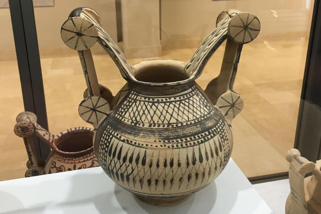 Eine kulitsche Trozzella-Vase aus dem 4. Jhdt. v. Chr. im Museum Egnazia © Siegbert Mattheis