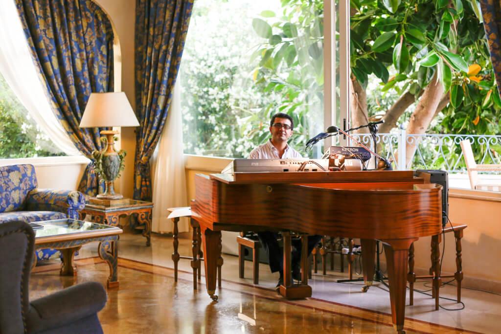 Leise Klaviertöne untermalen die gediegene Atmosphäre © Siegbert Mattheis