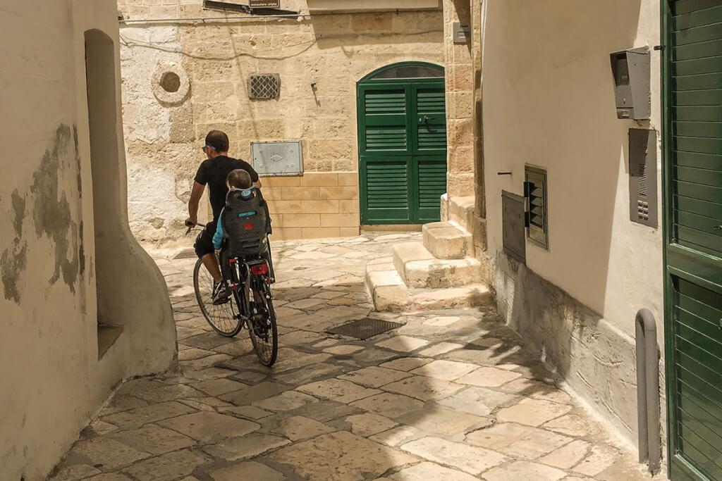 Das Fahrrad wird alltägliches Fortbewegungsmittel, auch in Monopoli © Siegbert Mattheis