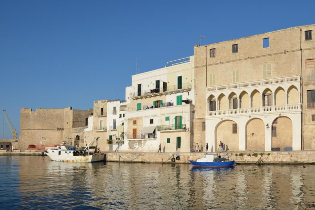 Der Hafen mit einer venezianischen Loggia © Siegbert Mattheis