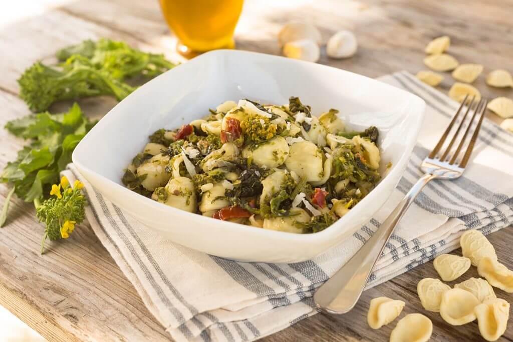 Orecchiette mit cime di rapa (Stängelkohl oder Wilder Broccoli) © Alessio Orrù, Fotolia