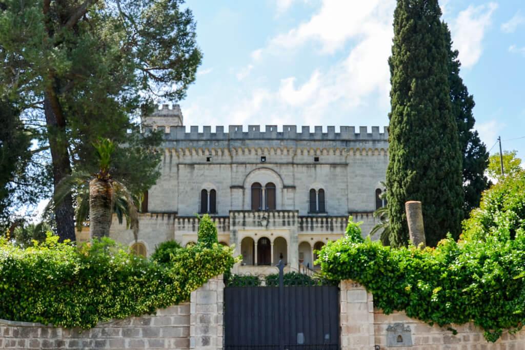 Die burgähnliche Villa Siciliani in Cozzana © Siegbert Mattheis