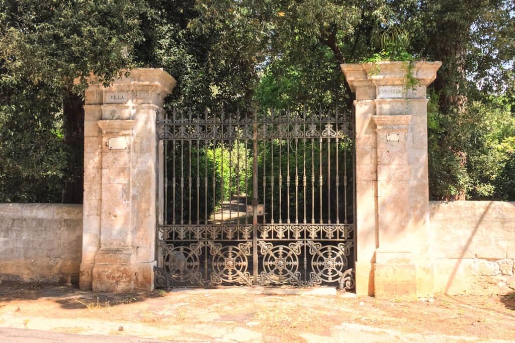 Eingang zur Villa Visciglio in Cozzana © Siegbert Mattheis