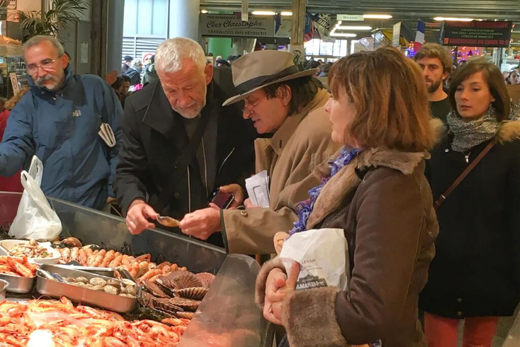 Mann auf dem Markt in Bordeaux © Claudia Mattheis