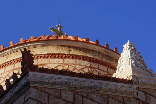 Antefixum auf einer Kirche