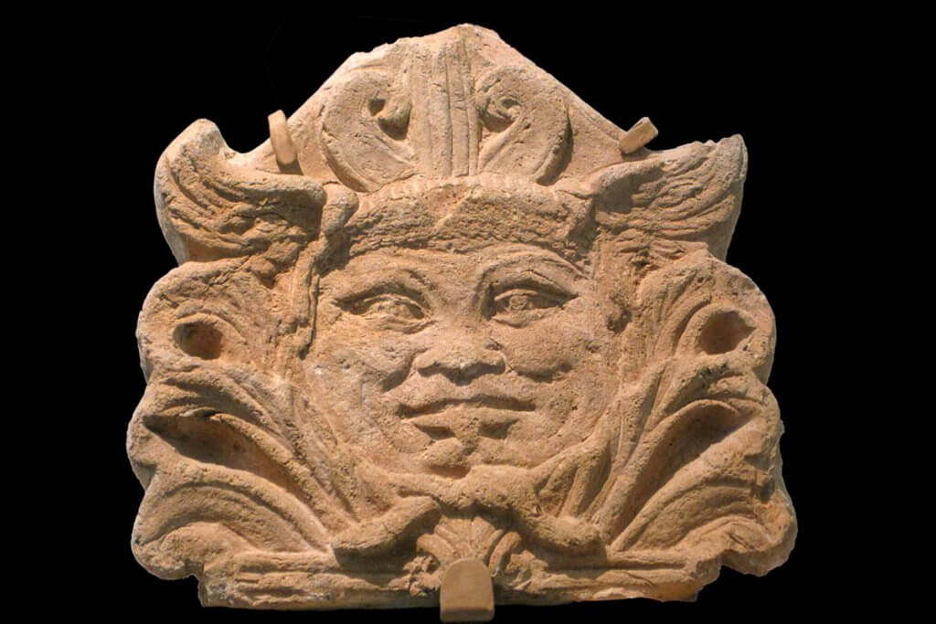 Akrokeramo antefixum was bedeuten die verzierten for Mediterrane dekoartikel
