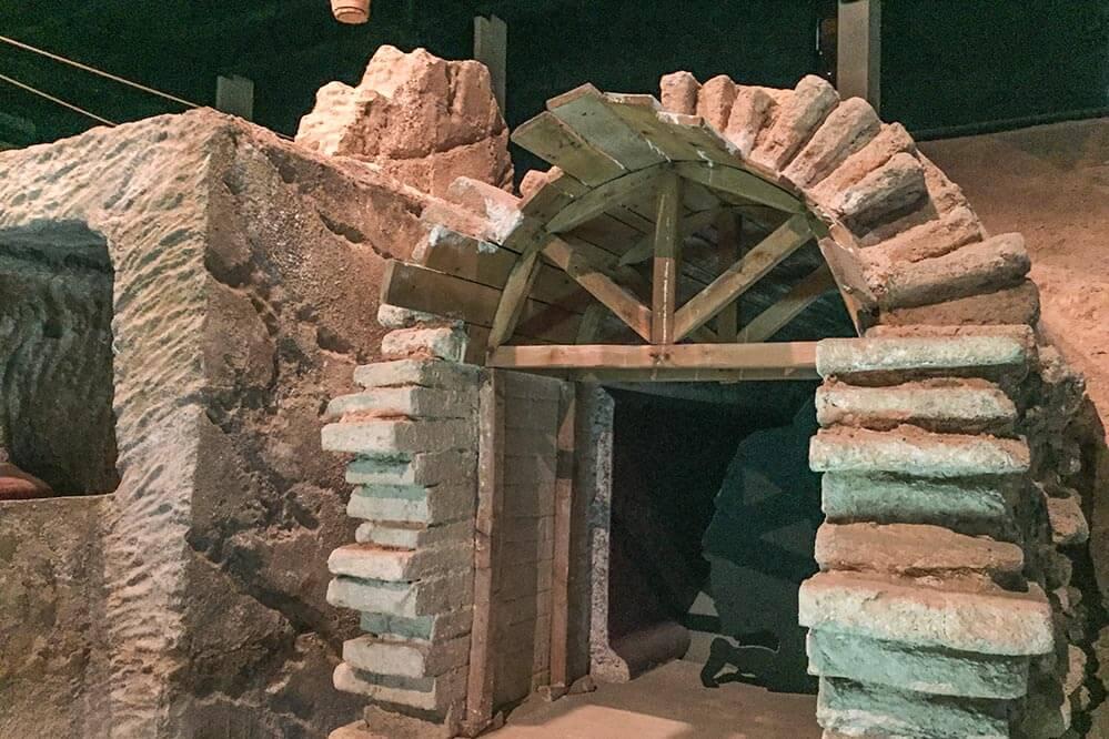 Anschauliche Darstellung der römischen Bauweise der Bögen im Museum © Siegbert Mattheis