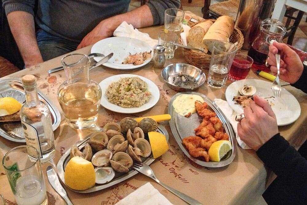 Rembetiko Athen: Mezes und Ouzo gehören dazu @ Siegbert Mattheis