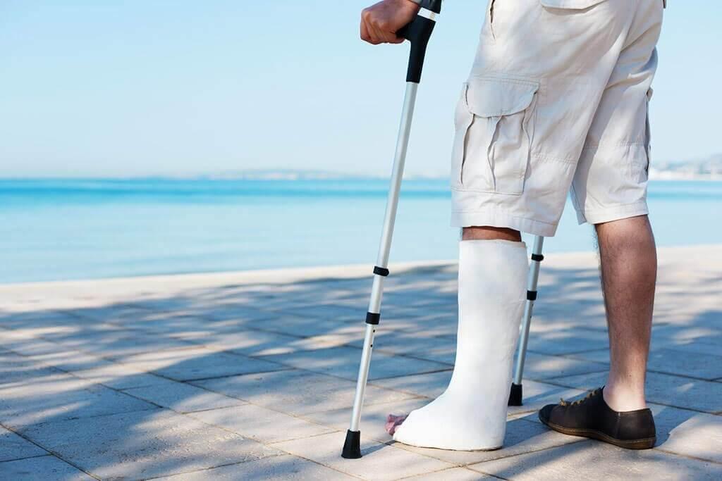 Reiserücktrittsversicherung Urlaub Unfall