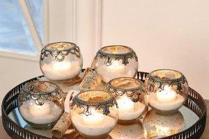 Brennende Teelichter im Windlicht 6er-Set in Antiksilber
