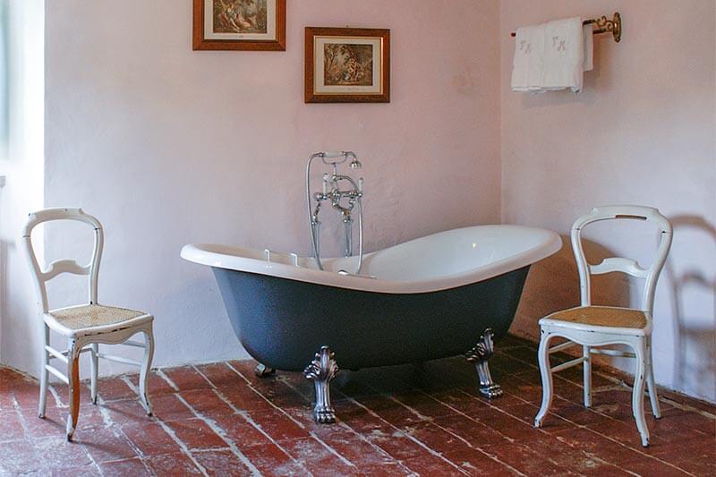 Freistehende Mediterrane Badewanne © Siegbert Mattheis