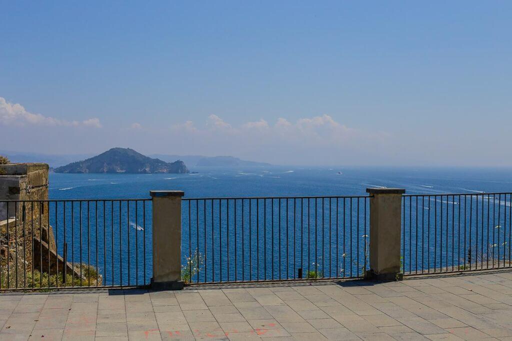 """Herrlicher Blick von der """"Terra Murata"""" hinüber nach Neapel und Capri © Siegbert Mattheis"""