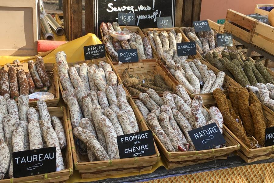Saucissons in allen möglichen Varianten auf dem Markt in Cassis © Siegbert Mattheis