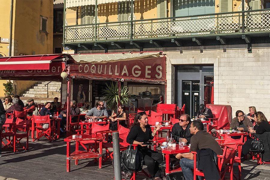 Café und Bar Monsieur Brun am Hafen