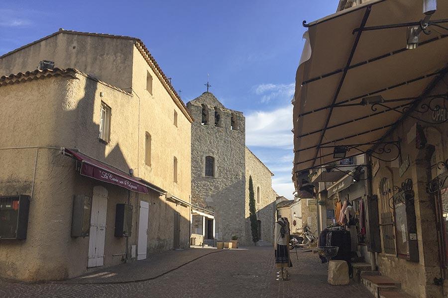 Le Castellet, im Hintergrund die Kirche @ Siegbert Mattheis