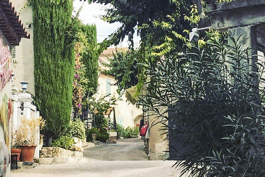 Verträumte Gasse in Le Castellet © OT Le Castellet