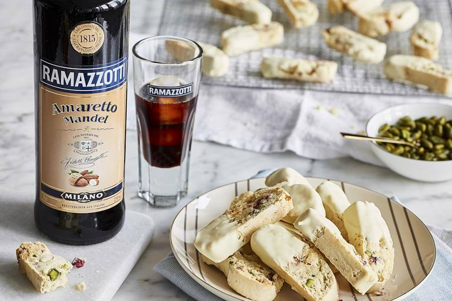 Ramazzotti Amaretto mit Pistazien Biscotti