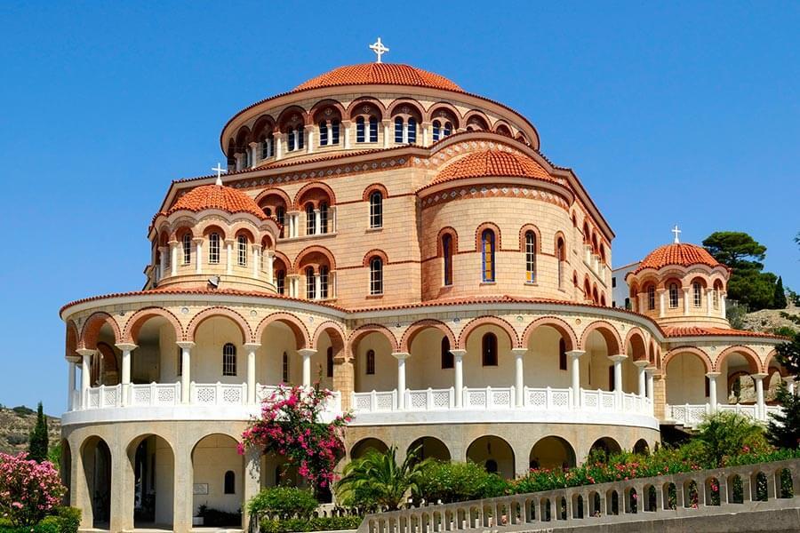 Die Agios Nektarios Kuppelkirche © Natalia Pavlova, Fotolia