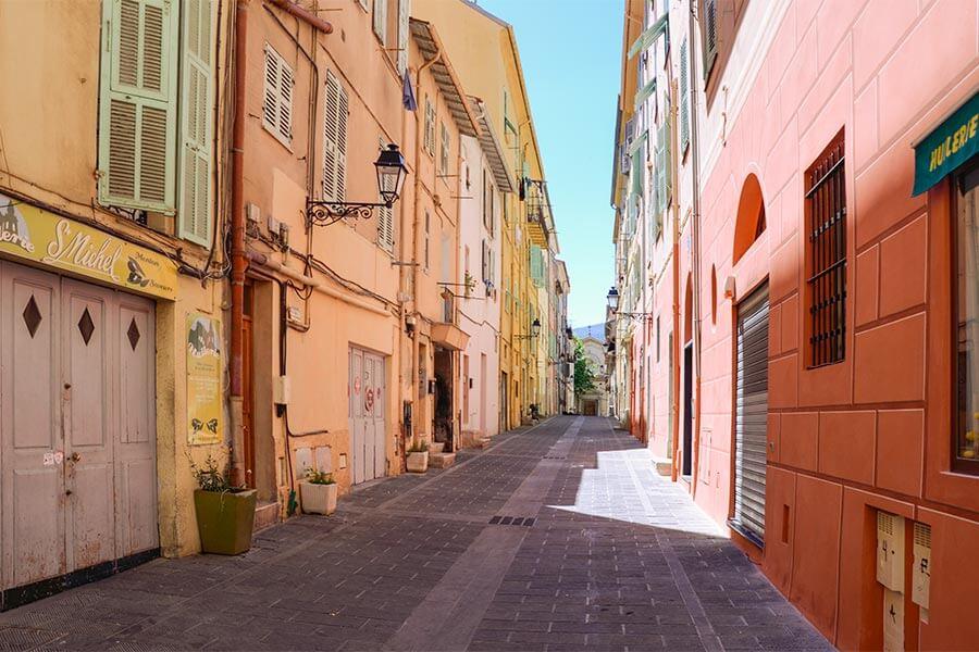 Die farbenfrohe Altstadt von Menton © Siegbert Mattheis