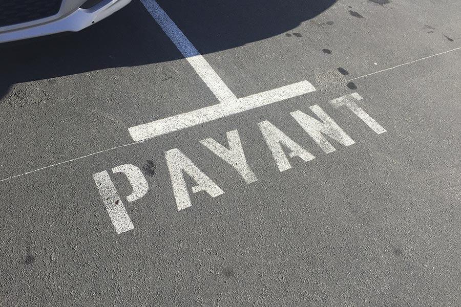 Parken Frankreich mit Payant-Aufschrift © Siegbert Mattheis