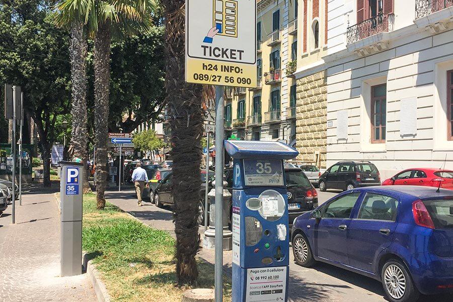 In Italien findet man aber auch die bei uns bekannten Parkautomaten © Siegbert Mattheis