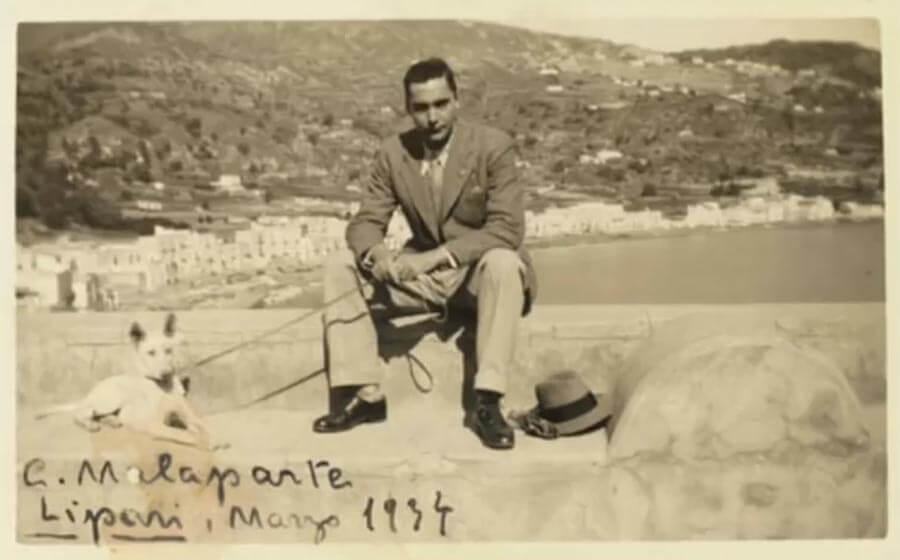 Curzio Malaparte in der Verbannung auf Lipari im März 1934 © Wikipedia
