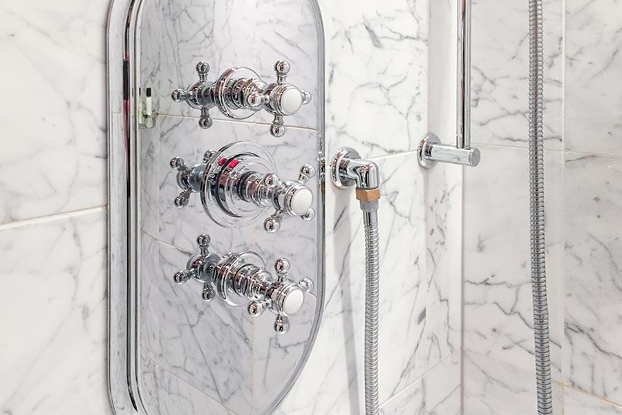 Nostalgische Badarmatur in einem Nobelhotel in Bordeaux © Siegbert Mattheis