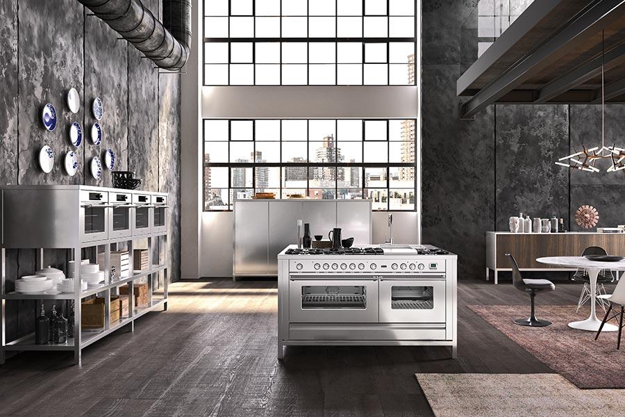 Range Cooker von ILVE als freistehende Edelstahl-Kochinsel mit zwei Backöfen und Edelstahl-Spülbecken © ILVE