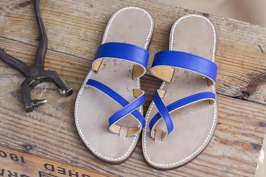 'Egyptien bleu crispé' heißen diese Tropeziennes-Sandalen von Rondini © Rondini
