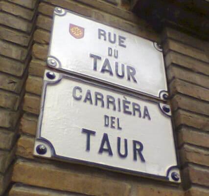 Französische und darunter okzitanische Straßenbenennung in Toulouse © Wikipedia