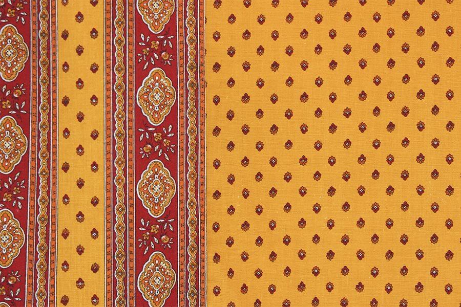 Provençalische Stoffe in den Landesfarben der Provence Rot und Gelb © Siegbert Mattheis