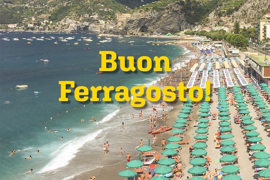 Überall in Italien findet man zu Ferragosto solche Postkarten und Schilder, die einen