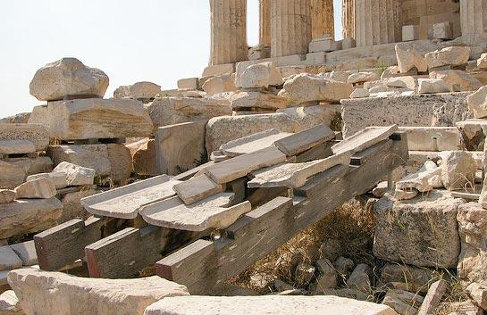 Dachziegeln aus Marmor des Parthenon auf der Akropolis, die Vorläufer der Imbrex und Tegula Ziegeln © Siegbert Mattheis